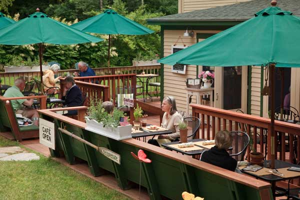 Outdoor dining at Squam Lake Inn near Meredith NH