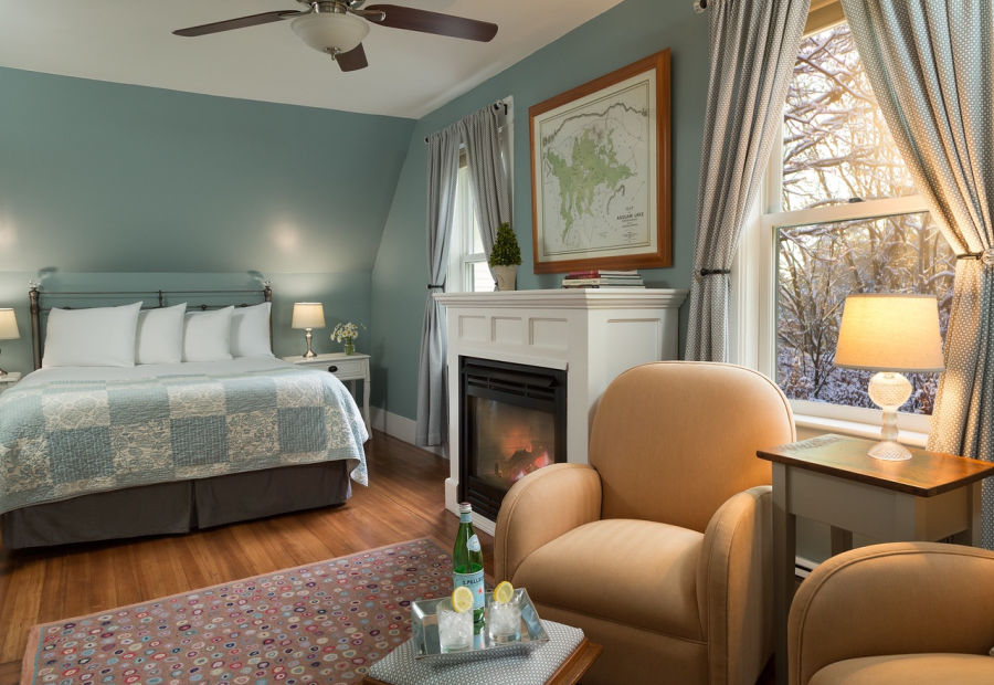 Squam Lake Beautiful Cozy Room in Winter with a Fire